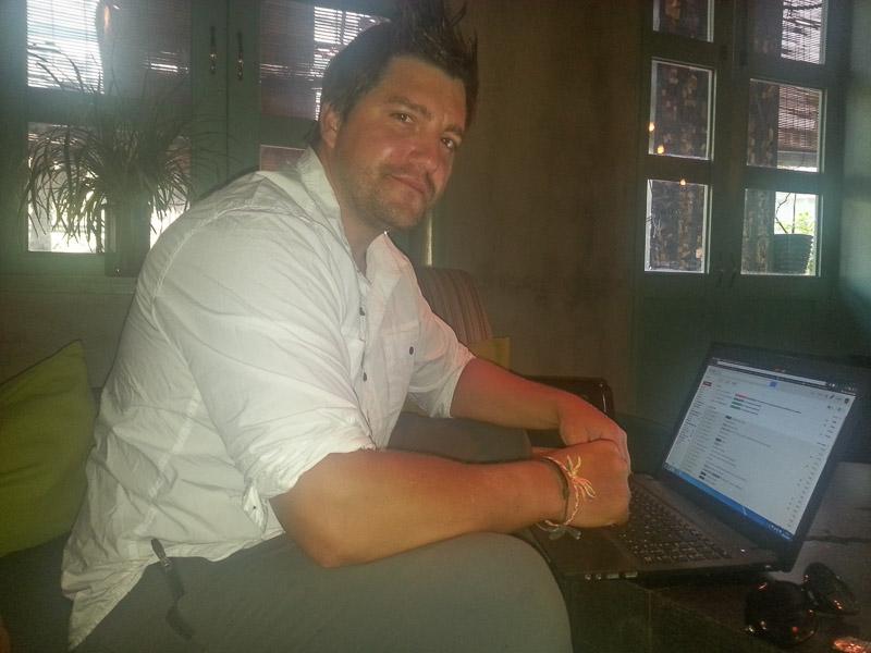 working online in saigon